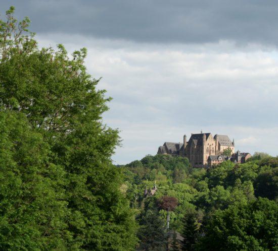 Marburg Landgrafenschloss schwebt über dem Wald