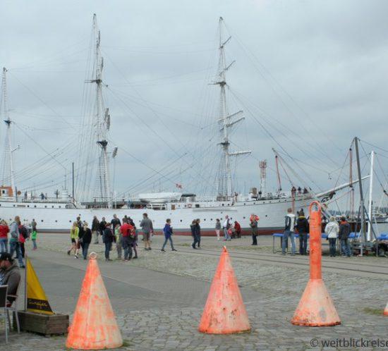 Stralsund_Hafen_GorchFockI