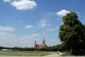 München_Theresienwiese_mit_Kirche_St.Paul