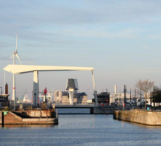 2018_Antwerpen_Blick_auf_Hafenverwaltung_Zaha_Hadid