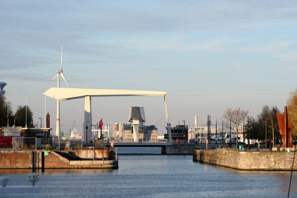 Antwerpen - Blick auf Hafenverwaltungsgebäude von Zaha Hadid