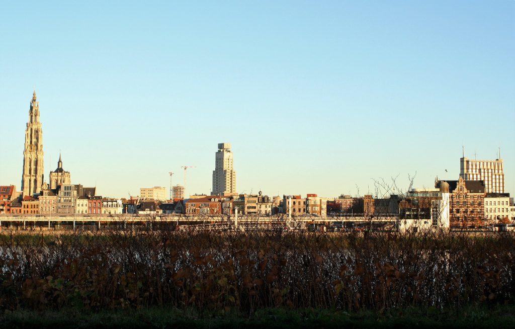 Antwerpen - Blick auf das Zentrum vom anderen Schelde-Ufer