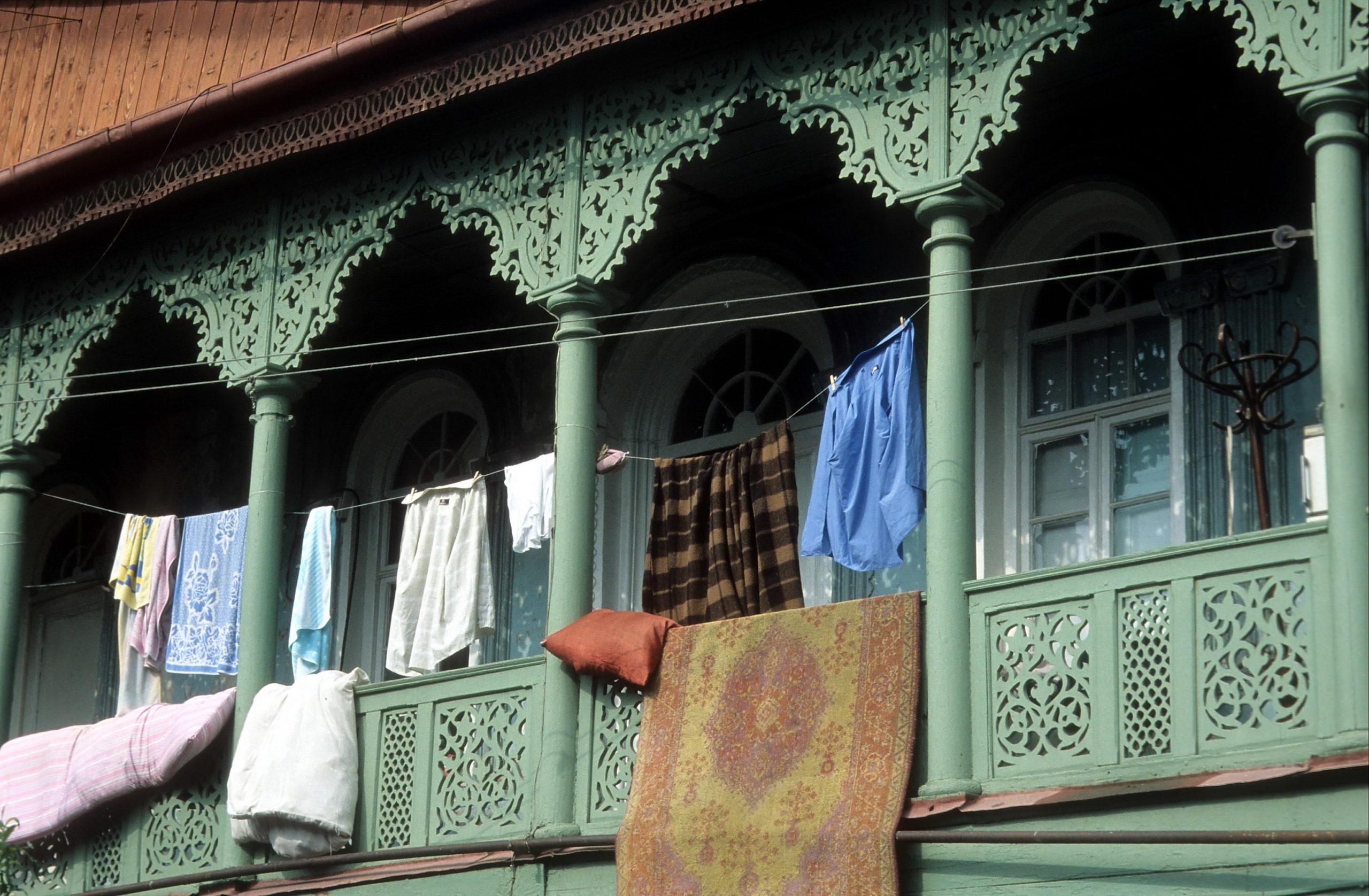 via verde reisen - Georgien - Balkon in Tbilisi