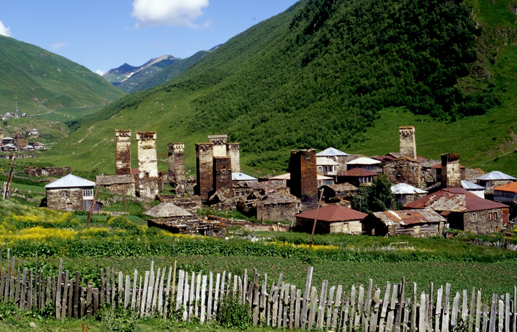 via verde reisen - Georgien - Wanderreise - Swanetien - Landschaft Svan-Heiligtum